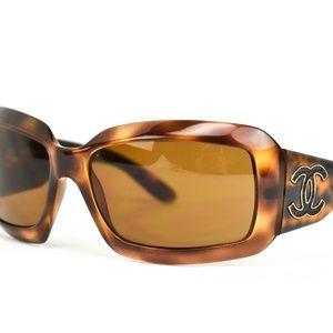 CHANEL Tortoise CC Leather Polarized Sunglasses bd